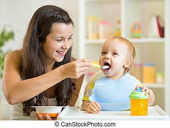 maman, cuillère, alimentation, enfant, fils