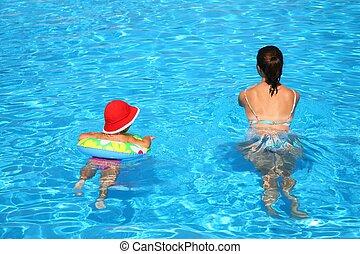 maman, et, les, fille, flotteur, dans, piscine