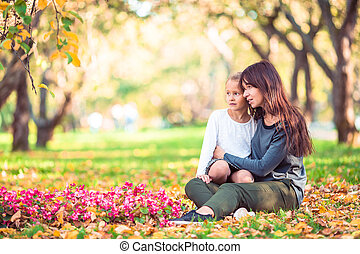 maman, jour, automne, girl, dehors, parc, peu