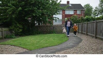 maman, maison, marche