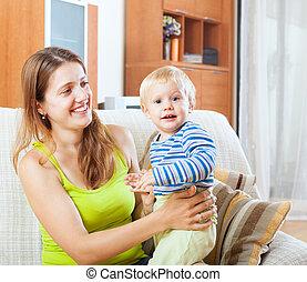 mamma bambino, su, divano