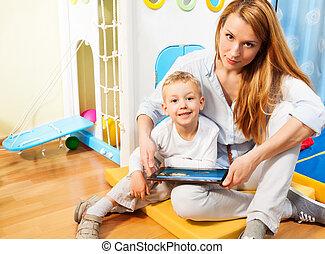 mamma, computer, tavoletta, figlio