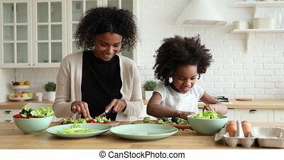 mamma, portie, keuken, dochter, groente, schattige, holle ...