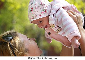 mamma, vrolijke , haar, kind