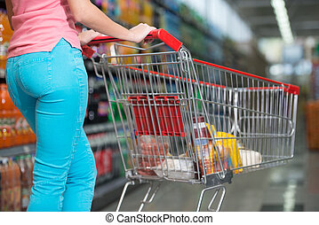 manželka, podnikavý, shopping vozík, do, okovat nadbytek, detail
