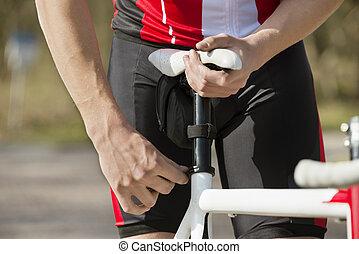 man, aanpassen, zetel, van, fiets