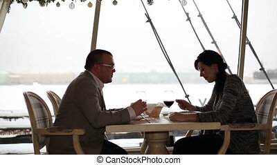 Man and woman eating at a restaurant