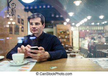 Man at the table texting