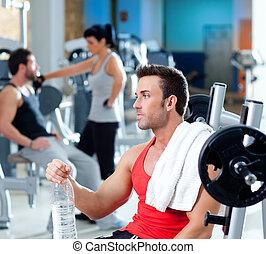man, avslappnad, på, gymnastiksal, efter, fitness, sport, utbildning