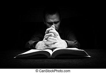 man, be, till, gud, med, hans, räcker, vila på, a, bible.