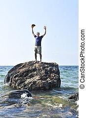 man, belandend, op, een, rots, in, oceaan