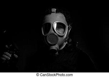 man, beväpnat, med, gevär, och, gas maskera, på, skum fond