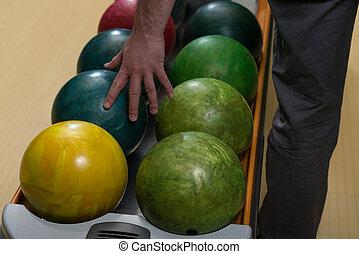 man, boll, holdingen, bowling