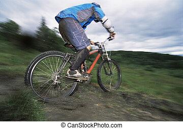 man, buitenshuis, op, sporen, rijdende fiets, (selective,...