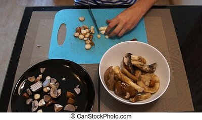 Man cut mushrooms