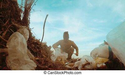 man, dakloos, stortplaats, in, een, landfill, dakloos, het...