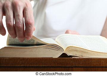 man, draaien, de, pagina, van, de, bijbel