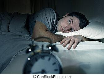 man en cama, con, ojos, abierto, sufrimiento, insomnio, y,...