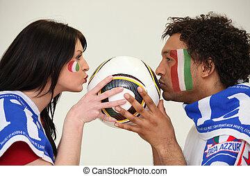 man en vrouw, italiaanse , voetbal, aanhang