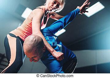 man en vrouw, vechters, zelfverdediging, techniek