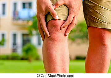 man, gårdsbruksenheten räcker, sår knä