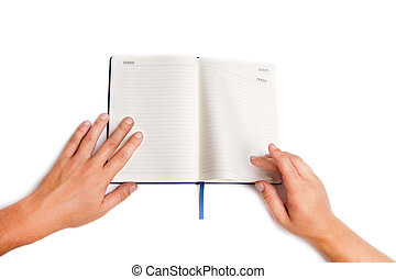 man, hand houdend, opengeslagen boek, vrijstaand, op wit