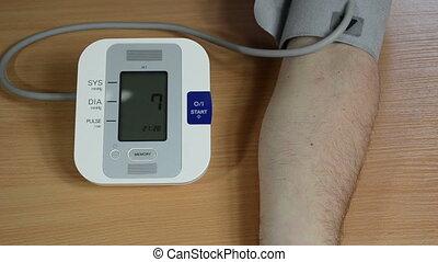 man hand pressure check
