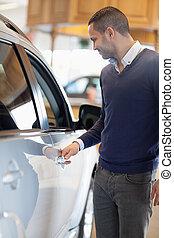 Man holding a car handle