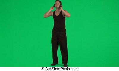 man, horende muziek, met, een, koptelefoon