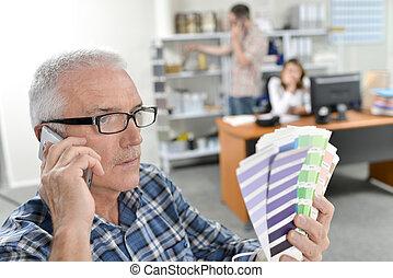 Man in glasses choosing a colour scheme
