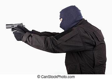 man, in, maskera, med, a, gevär, vita, bakgrund