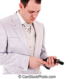 man in white suit reload the gun