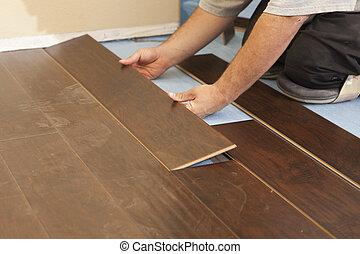 man, installera, färsk, laminate, ved, golvmaterial