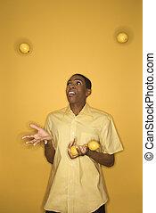 man, jonglera, lemons.