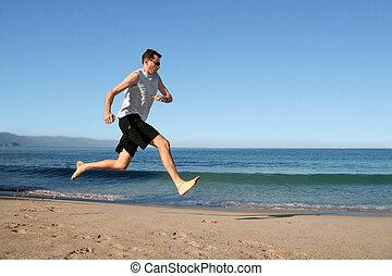 man lopend, op het strand