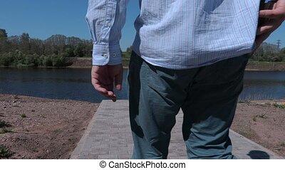 Man lost wallet on sidewalk