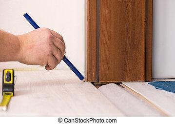 Man measuring floor panels - Construcion worker measuring ...