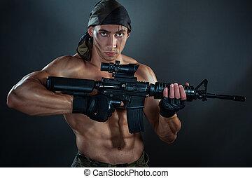 man, med, en, automatisk, weapon.