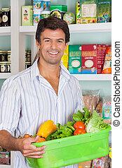 man, med, grönsak korg, in, specerier lager