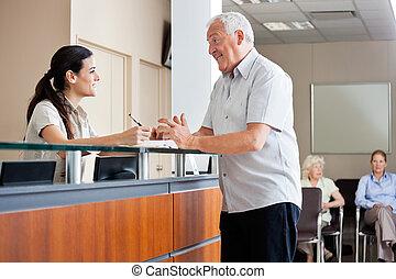 man, meddela, med, kvinnlig, receptionist