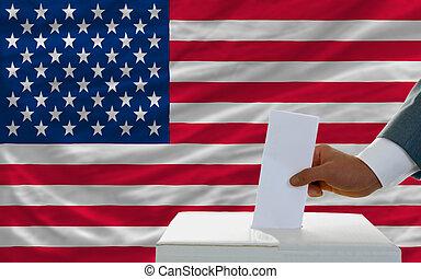 man, omröstning, på, val, in, amerika, framme av, flagga