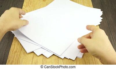 Man organize empty paper on wood ba - Man organize empty...