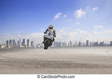 man, paardrijden, groot, motorfiets, op, asfalt, snelweg, tegen, stedelijke skyline, achtergrond