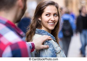 Man picking up woman on street