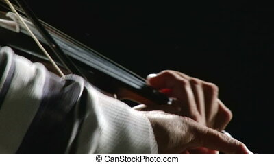 Man play violin