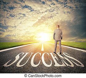 man, promener, på, a, framgång, way., begrepp, av, framgångsrik, affärsman, och, företag, start