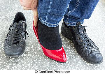man, puttning på, röd, damer skor