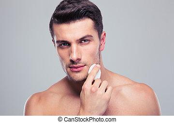 man, rensning, ansikte, skinn, med, mellanfoder, bomull...