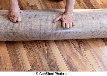 Fußboden Teppich Xl ~ Workers rollen hände teppich. nahaufnahme workers hände