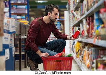 man, shoppen , op, de, supermarkt
